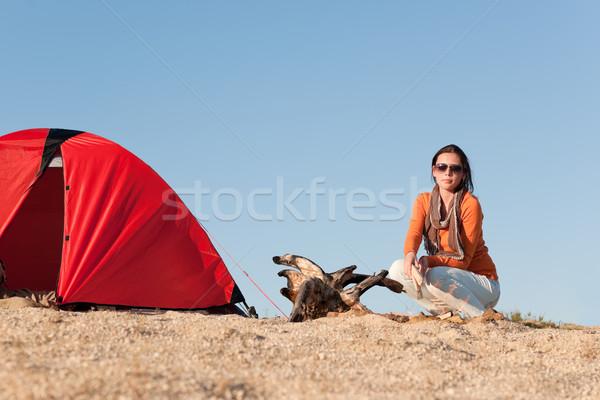 Kempingezés boldog nő ül tábortűz tengerpart Stock fotó © CandyboxPhoto