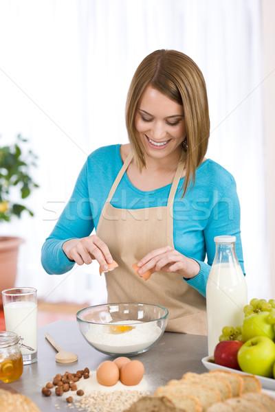 Glimlachende vrouw gezonde ingrediënten organisch huis Stockfoto © CandyboxPhoto