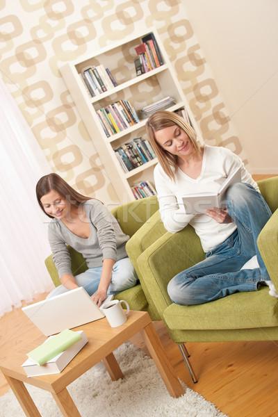 Estudiantes dos portátil libro moderna Foto stock © CandyboxPhoto