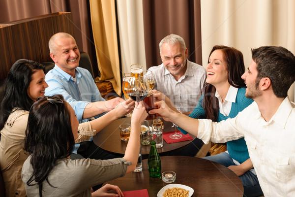 Stok fotoğraf: çalışmak · mutlu · arkadaşları · tadını · çıkarmak · içmek · iş · adamları