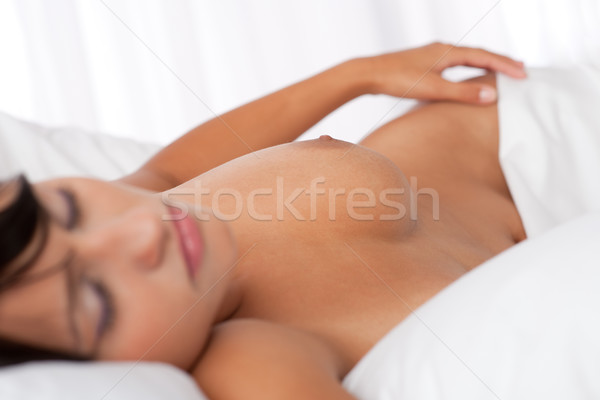 Kadın uyku çıplak beyaz yatak Stok fotoğraf © CandyboxPhoto