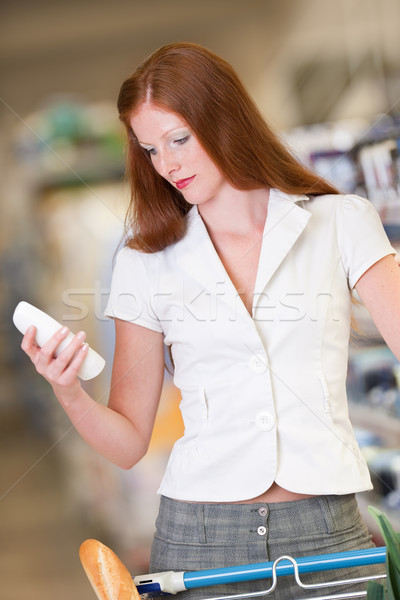 Shopping femme shampooing magasin Photo stock © CandyboxPhoto