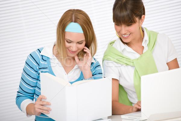 Student acasă doua studia împreună Imagine de stoc © CandyboxPhoto
