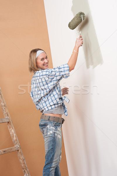 Melhoramento da casa loiro mulher pintura parede pintar Foto stock © CandyboxPhoto