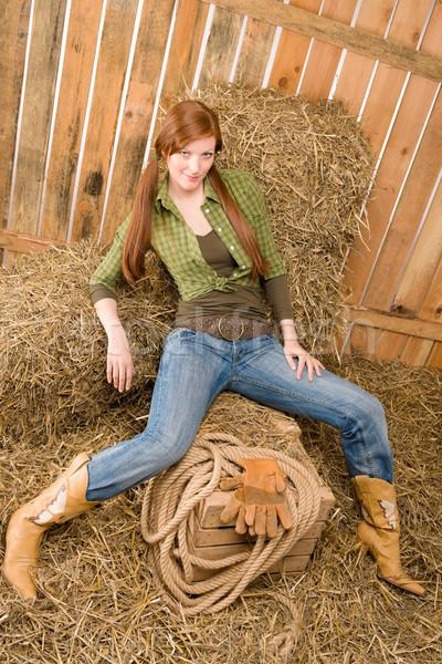 Provocante posição jovem feno celeiro sensual Foto stock © CandyboxPhoto