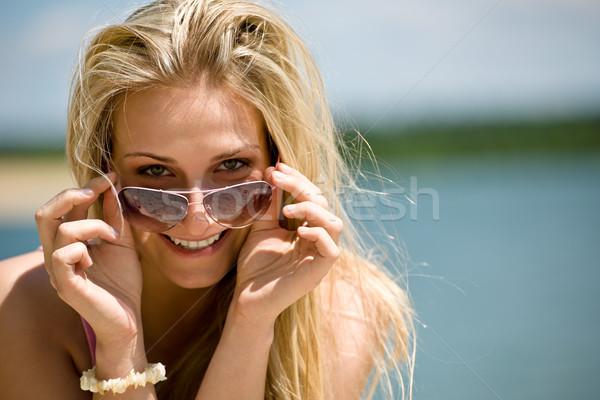 Loiro mulher óculos de sol desfrutar água Foto stock © CandyboxPhoto