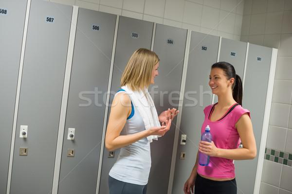 Fitt nők beszél szekrényes öltöző boldog tornaterem Stock fotó © CandyboxPhoto