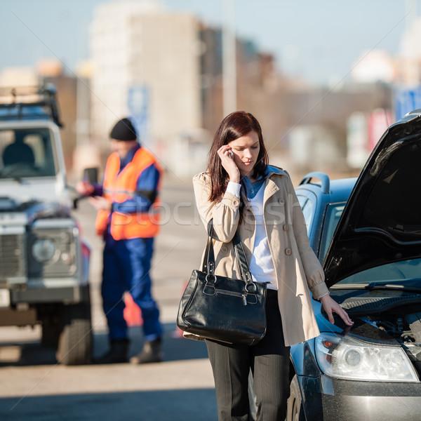 Telefono donna auto crash parlando sconvolto uomo Foto d'archivio © CandyboxPhoto