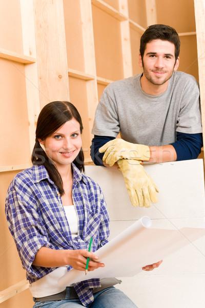 Foto stock: Melhoramento · da · casa · blueprints · feliz · arquitetônico · mulher