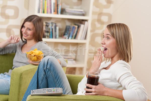 студентов два женщины подростку Смотря телевизор улыбаясь Сток-фото © CandyboxPhoto