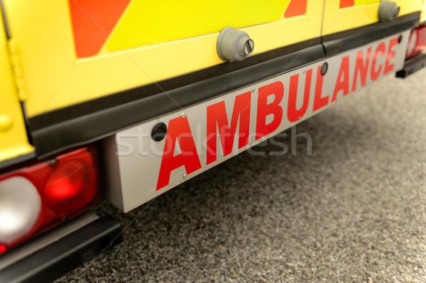 Ambulância carro atrás assinar ver amarelo Foto stock © CandyboxPhoto