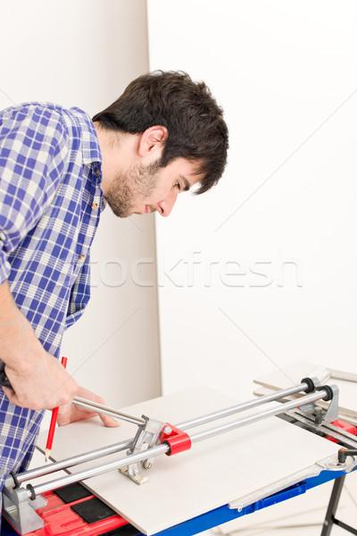 Melhoramento da casa handyman cortar telha cerâmico oficina Foto stock © CandyboxPhoto