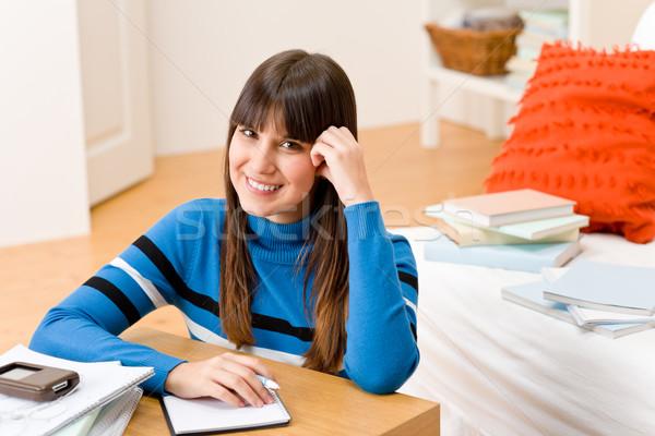Zdjęcia stock: Nastolatek · dziewczyna · domu · student · pisać · praca · domowa