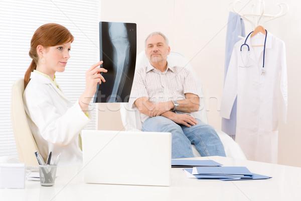 Médico escritório feminino médico paciente raio x Foto stock © CandyboxPhoto