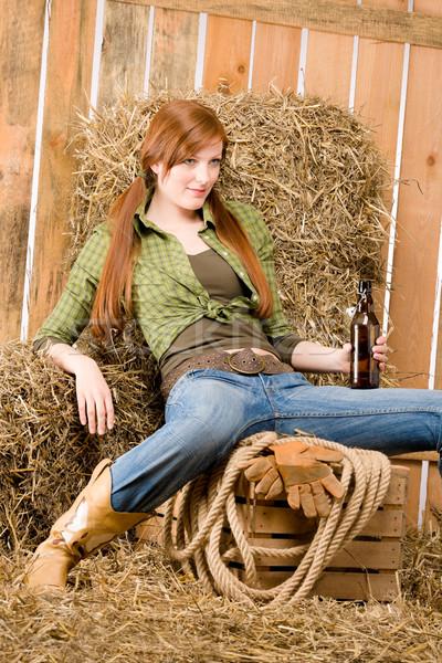 Provocerend jonge drinken bier schuur land Stockfoto © CandyboxPhoto