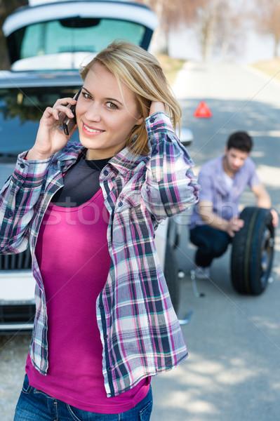 Kobieta wzywając samochodu wsparcie zmian koła Zdjęcia stock © CandyboxPhoto