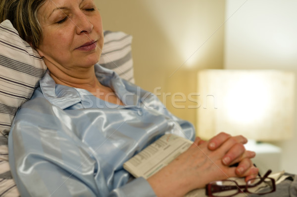 Paisible portrait dormir vieille femme lit chambre Photo stock © CandyboxPhoto