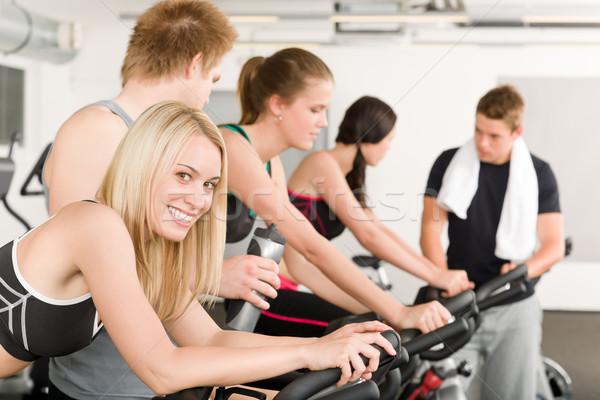 Fitness grupy ludzi siłowni rowerów rower człowiek Zdjęcia stock © CandyboxPhoto