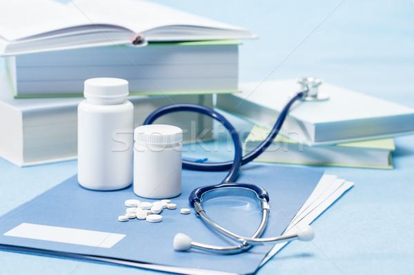 Orvos kellékek orvosi gyógyszer kék tabletták Stock fotó © CandyboxPhoto