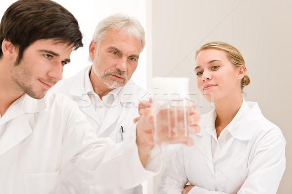 Química experiência cientistas laboratório teste gripe Foto stock © CandyboxPhoto