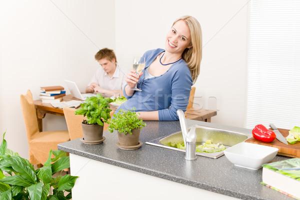 Szczęśliwy kobieta gotować cieszyć się białe wino kuchnia Zdjęcia stock © CandyboxPhoto
