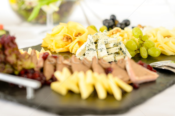 Restauration buffet fromages plaque raisins fête Photo stock © CandyboxPhoto