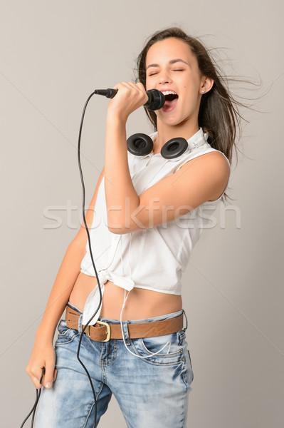 énekel tinilány mikrofon csukott szemmel szürke nő Stock fotó © CandyboxPhoto