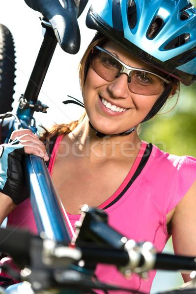 Kadın bisikletçi bisiklet güzel omuz Stok fotoğraf © CandyboxPhoto