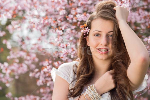 Nina tirantes posando árbol romántica Foto stock © CandyboxPhoto