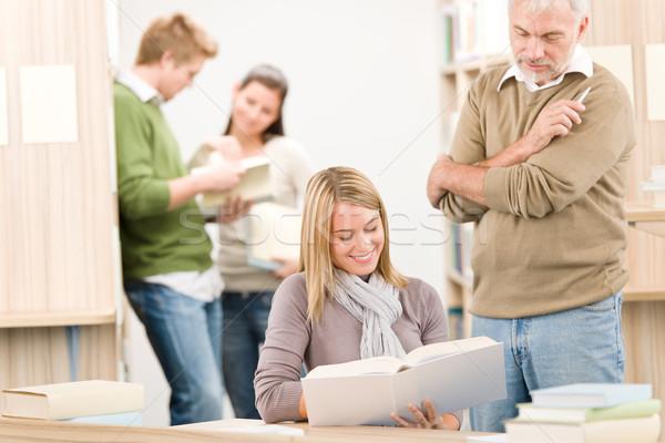 Stockfoto: Middelbare · school · bibliotheek · student · hoogleraar · vrouwelijke · volwassen