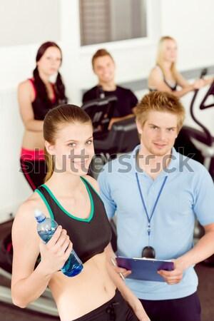 ストックフォト: 小さな · フィットネス女性 · インストラクター · 自転車 · ジム · スポーツ