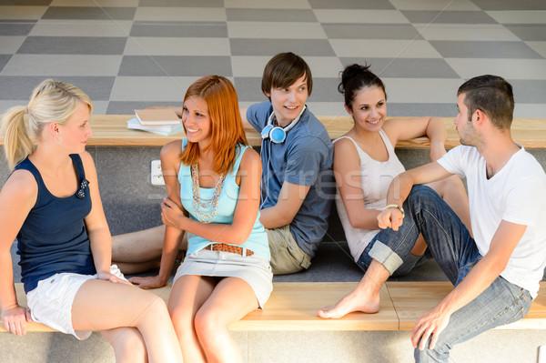 Studenten praten vergadering school bank pauze Stockfoto © CandyboxPhoto