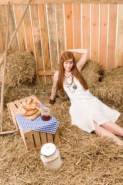 赤毛 ヒッピー 女性 朝食 納屋 小さな ストックフォト © CandyboxPhoto