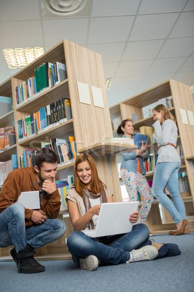 Osztálytársak tanul együtt laptop könyvtár egyetem Stock fotó © CandyboxPhoto