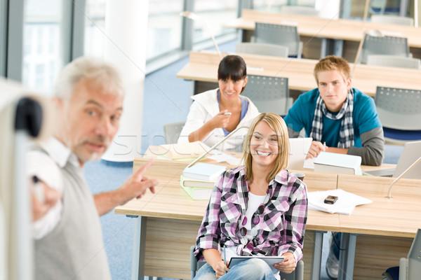 Stockfoto: Middelbare · school · drie · studenten · volwassen · hoogleraar · klas
