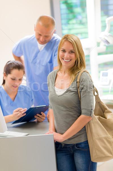 Feminino paciente cirurgia dentária nomeação recepção mulher Foto stock © CandyboxPhoto