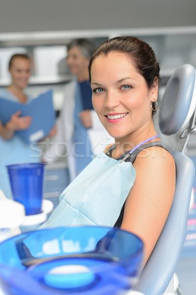 Paciente cadeira cirurgia dentária dentista assistente mulher Foto stock © CandyboxPhoto