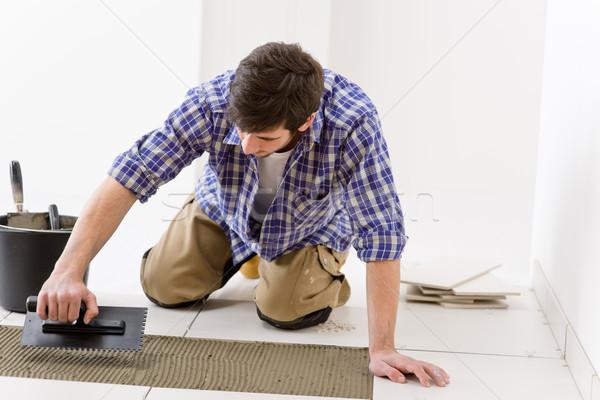 Melhoramento da casa handyman telha homem Foto stock © CandyboxPhoto
