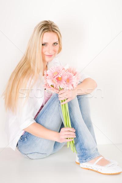 Stok fotoğraf: Genç · kadın · pembe · papatya · çiçek · genç