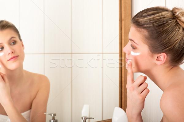 Test törődés nő jelentkezik hidratáló fürdőszoba Stock fotó © CandyboxPhoto