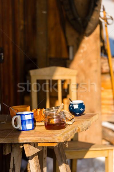Herbaty ciasto drewniany stół domek zimą zewnątrz Zdjęcia stock © CandyboxPhoto