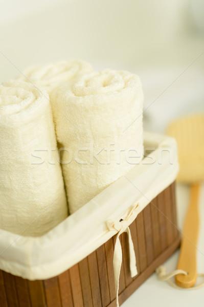 Badkamer handdoeken gevouwen houten mand Stockfoto © CandyboxPhoto