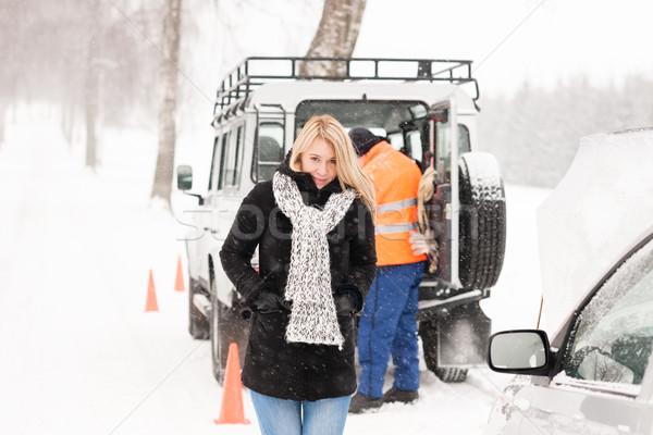 Mekanik yardım kadın kırık araba kar Stok fotoğraf © CandyboxPhoto
