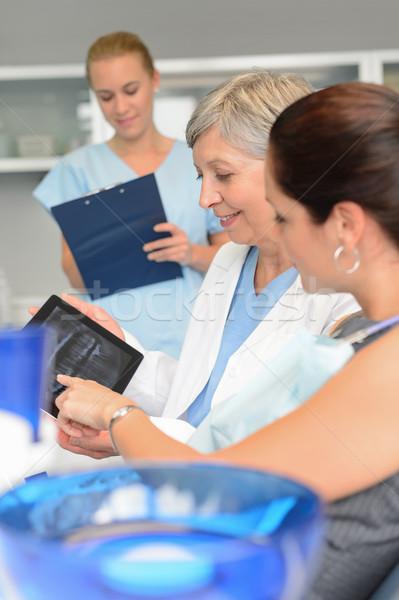 Dentista paciente ponto raio x comprimido cirurgia dentária Foto stock © CandyboxPhoto