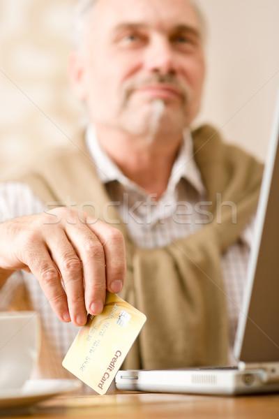 Stok fotoğraf: Kıdemli · olgun · adam · ev · alışveriş · kredi · kartı · dizüstü · bilgisayar
