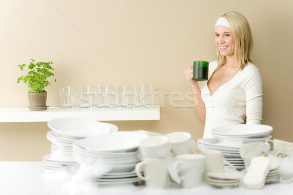 Modern konyha boldog nő kávészünet mosogatás Stock fotó © CandyboxPhoto