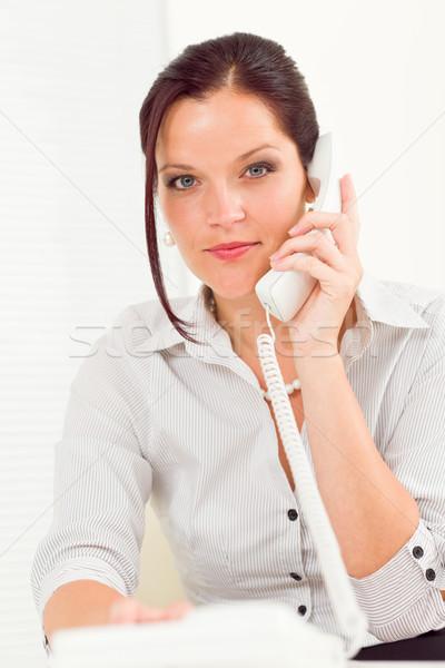 Zawodowych kobieta interesu atrakcyjny wzywając telefonu Zdjęcia stock © CandyboxPhoto