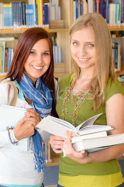 Student middelbare school bibliotheek twee vrouwelijke Stockfoto © CandyboxPhoto