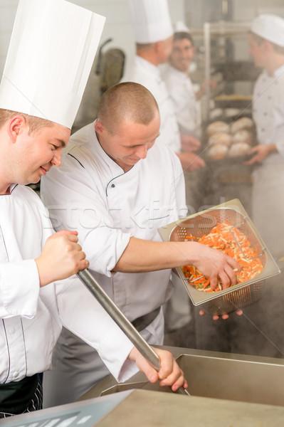 Stok fotoğraf: Iki · profesyonel · şefler · pişirme · mutfak · şef
