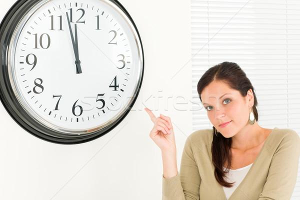 Stipt zakenvrouw aantrekkelijk punt klok jonge Stockfoto © CandyboxPhoto